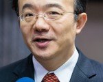 针对新唐人亚太台续约问题,NCC主任委员石世豪表示会调查,若中华电信真违法就可开罚。(摄影:陈柏州/大纪元)