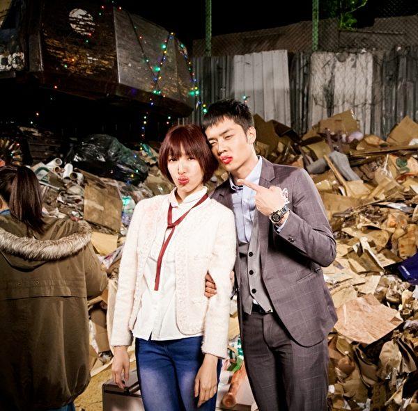 姚元浩(右)為演出要體驗女友被糟蹋的模樣,也將自己弄成香腸嘴。(圖/台視提供)