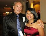 Charlie D Hann先生是位理赔师。5月2日晚,他和太太Lorena Hann一起前來觀看神韻演出。(攝影:林南宇/大紀元)