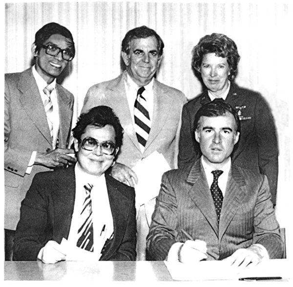 1980年,布朗州長簽署AB3040法案,執照針灸師開始合法從事傳統中醫師業務。(陳大仁提供)