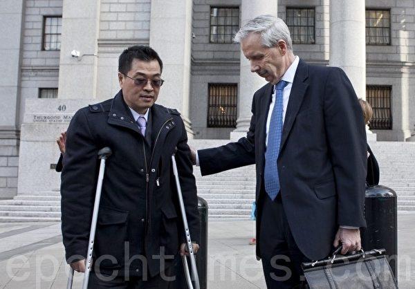 纽约市主计长刘醇逸的前竞选筹款人潘心武(左)被纽约曼哈顿南区联邦法院的大陪审团定罪。(Samira Bouaou/大纪元)