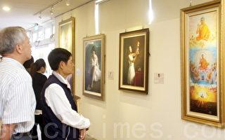 """""""真善忍国际美展""""4月30日至5月8日在台东市的生活美学馆展出,展出期间,观赏画作者络绎不绝。(摄影:林京昀/大纪元)"""