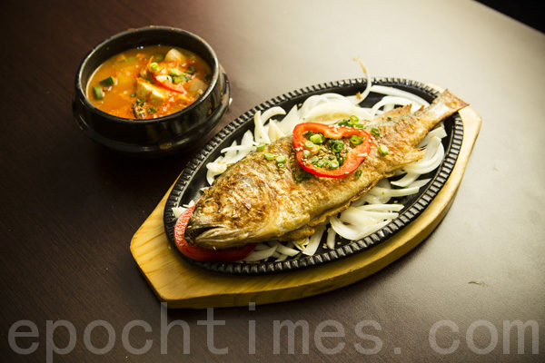 干炸黃花魚。(攝影:愛德華/大紀元)