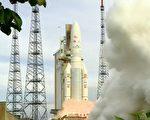 中华电信ST-2卫星于2011年5月21日清晨4点38分在南美洲法属圭亚那(French Guiana)由亚利安5号火箭(Ariane 5)发射成功,也是中华电信献给中华民国国家百年庆之贺。ST-2卫星为赤道上空3万6千公里之同步轨道卫星,使用C频段及Ku频段提供服务,服务涵盖范围包括亚洲、印度及中东地区,卫星寿龄超过15年。(中华电信)
