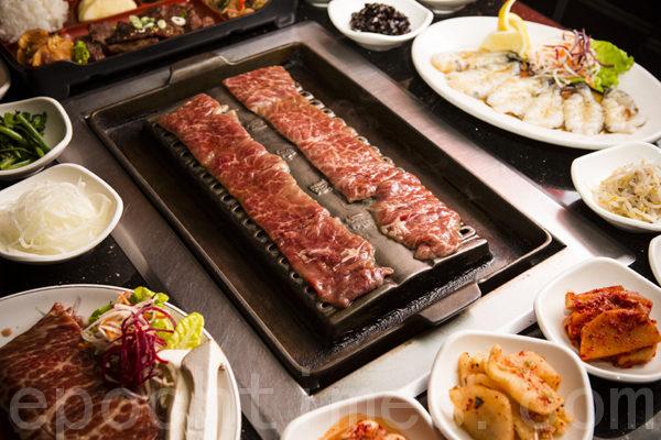 鲜嫩、松软、劲道的韩国烤肉配以可口韩式小菜健康、美味。(摄影:爱德华/大纪元)