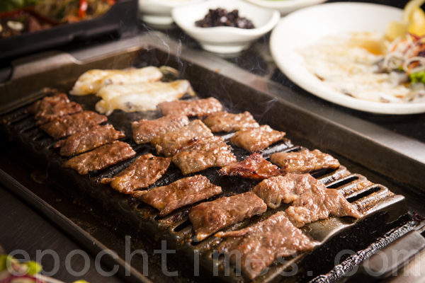 """""""中华饭店""""选用最好的原料,尤其是烧烤所用的肉,都来自外州,品质上乘。(摄影:爱德华/大纪元)"""