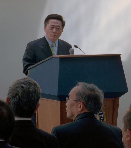 法輪功學員暨全球退黨中心發言人李祥春表示退黨運動並不是政治運動,而是國民良知甦醒的產物,擺脫中共的精神控制。(攝影:楊辰/大紀元)
