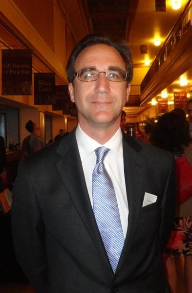 Hiscock and Barclay律师行合伙人David Cabaniss在观看了2013年5月9日的神韵演出后。(摄影:Madalina Hubert/大纪元)