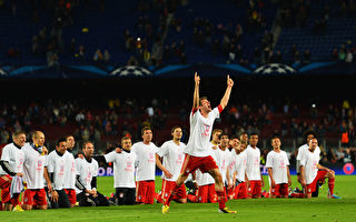 5月1日,拜仁在客场再次3:0战胜巴塞罗纳,总分7:0进入决赛。(Mike Hewitt/Getty Image)