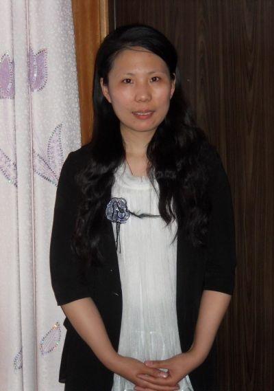 """被誉为""""唐山女儿""""的李珊珊,唐山丰润人,毕业于河北师大外语系,法轮功学员。自2004年起,在长达七年的时间里,李珊珊经历了向监狱提出和周向阳结婚、因为坚持为男友申诉遭监狱陷害,被非法劳教十五个月。(图片来自网络)"""