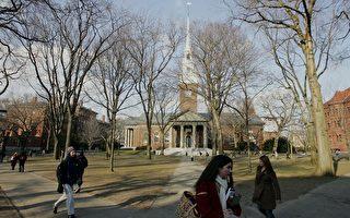一份针对即将毕业的哈佛学生做的调查显示,咨询、金融业仍是最受欢迎的行业,而作为10年后的期望行业,医疗保健业则成为首选。图为哈佛大学校园一隅。 (Joe Raedle/Getty Images)