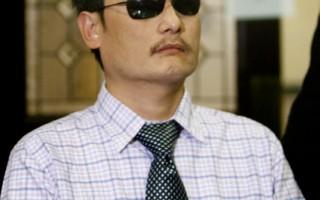 陳光誠於上週六(6月15日)發表聲明,證實此前各大媒體的報導屬實, 他將於六月底被迫離開過去一年來就讀的紐約大學。(攝影:馬有志/大紀元)
