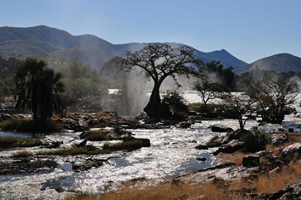 埃普帕瀑布由庫內納河(Kunene River)從非洲安哥拉的高地流經與納米比亞接壤邊界上而形成的瀑布群,景致壯觀。(Fotolia.com)