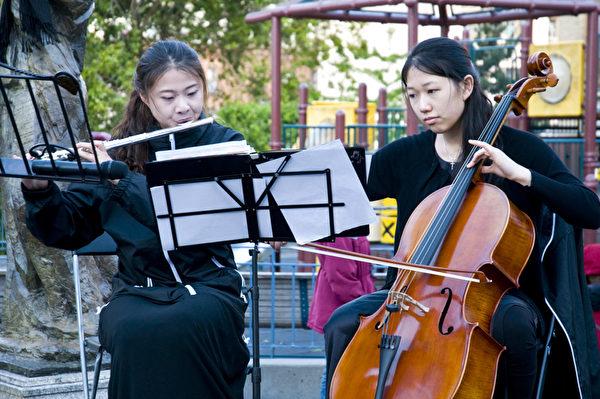 6月2日晚,民运领袖的孩子们在旧金山华埠花园角公园举行了悼念六四音乐晚会。(摄影:曹景哲/大纪元)