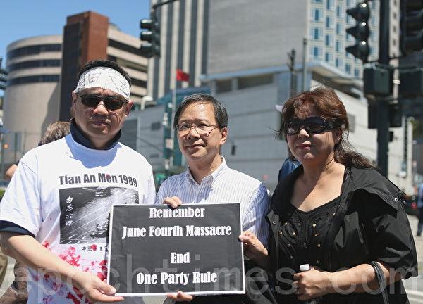 来自香港的立法会议员郭家麒(中)也莅临集会现场,对活动表示支持。(摄影:杜国辉/大纪元)