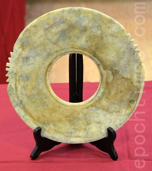 将在中国节展出的祭祀玉器——玉琮(祭地)(摄影:良克霖/大纪元)