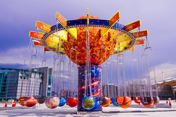 台北兒童新樂園遊具之一宇宙迴旋。(台北市政府提供)
