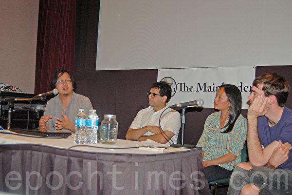 圖:2013年6月10日晚,卑大余全毅教授(左一)、卑大學者孟德茲(中)與華裔作家與自由撰稿人Jackie Wong(右二),分別就溫市房地產價格高展開討論,他們認為國外投資者不是主因,政府應推出相應的可負擔社會房屋的政策。(攝影:邱晨/大紀元)