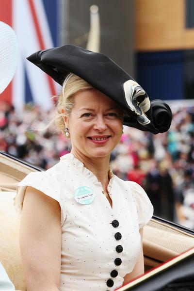 2013年6月18日,英国海伦夫人温莎配戴造型帽子,参与皇家爱斯科赛马会。(Chris Jackson/Getty Images)