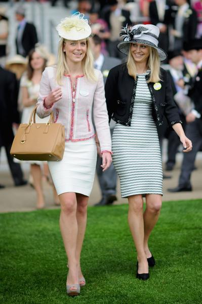 2013年6月18日,英国皇家爱斯科赛马会上,贵妇们配戴各式各样帽子,争奇斗艳。(Stuart C. Wilson/Getty Images)
