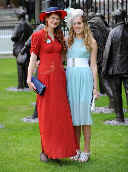 2013年6月19日,英国皇家爱斯科赛马会上,贵妇们配戴各式各样帽子,争奇斗艳。(Stuart C. Wilson/Getty Images)