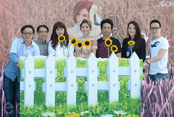 蔡卓妍(阿Sa)推出全新廣東大碟,並在昨日舉行記者會。(攝影:鄺天明/大紀元)