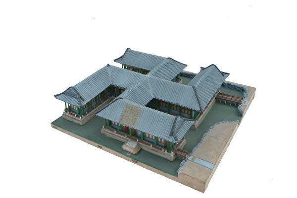 """圆明园西路万方安和烫样:北京紫禁城、天坛都是由""""样式房""""传奇的雷氏家族所规划设计,在圆明园建筑史非常重要的中国建筑世家雷氏家族,从康熙到乾隆年间掌管了皇家主要的建筑工程。""""圆明园特展—大清皇帝最美的梦""""的展区将完整呈现园林建筑的流程与珍贵的样式雷烫样,展出""""画样""""、""""烫样""""、""""工程做法"""",重现圆明园建园的科学基础,从中国园林设计美学角度,体现皇家园林建筑的人文观点。(顽石创意提供)"""