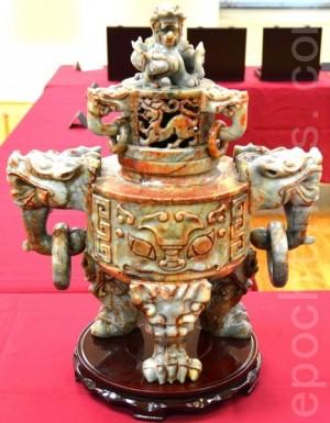 这是在中国节展出的仿人面玉香炉,它是商代(公元前1300-1100年)晚期王室祭天用的玉器。(摄影:良克霖/大纪元)