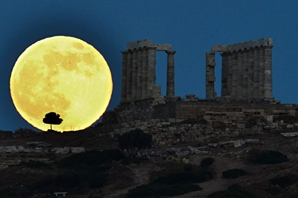 GREECE-SUPERMOON-FEATURE