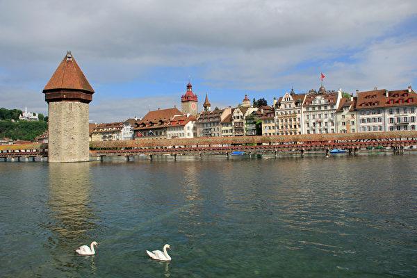 最新的調查報告顯示,瑞士被評為世界上最幸福的國家。圖為瑞士琉森。(Fotolia)