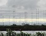 央广的天马台位于台南市郊的安南区有着20座75米高的巨大幕型天线,呈 330度环状排列,是亚洲唯一的独特设计,以短波形式突破中共封锁,播音覆盖面涵盖中国大陆、美、澳各大洲,全世界数一数二。(摄影:李愿 /大纪元)