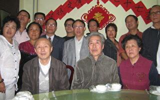 2010年,李昌玉(前左2)、孙文广(前左3)等人参加聚会。(作者提供)