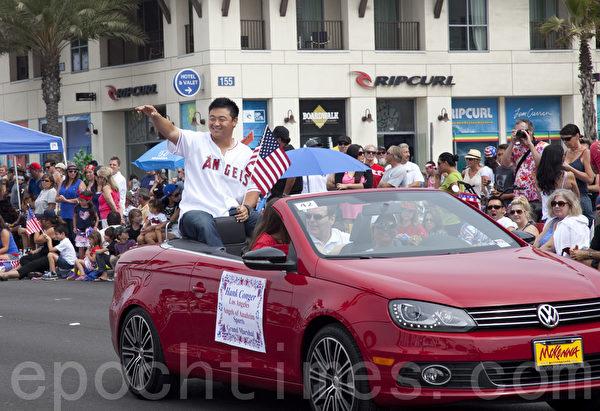 美国职棒大联盟洛杉矶天使队的韩裔捕手崔炫(Hank Conger)也出现在125个队伍之中。(摄影:季媛/大纪元)