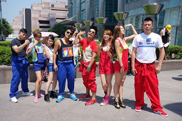 郭彥均、郭彥甫分別代表紅隊及藍隊搶先完成當集任務。(圖/福斯國際提供)