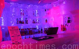 酒吧內的吧台都是用冰做的。(攝影:馮曉懿/大紀元)