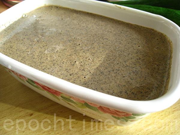 自制黑、白芝麻沙拉酱(摄影:杨美琴/大纪元)
