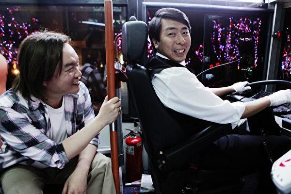 今年分别有新作入选台北电影奖的康康(左)和梁赫群。(图/财团法人台北市文化基金会提供)