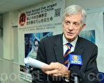 """曾获提名诺贝尔和平奖、加拿大前内阁成员及亚太事务部长大卫•乔高(David Kilgour)日前抵港,参加法轮功学员在香港举办的""""制止中共活摘器官日""""(STOP ORGAN HARVESTING IN CHINA DAY)的系列活动。(摄影:宋祥龙/大纪元)"""