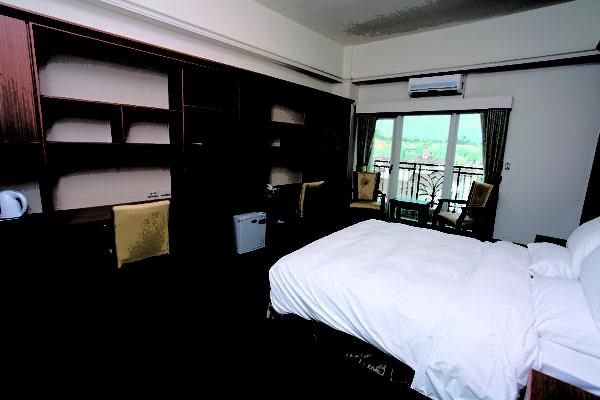 国际学舍房间提供羽毛被等寝具、宽频网路、需自备盥洗用具。(图:义大世界提供)