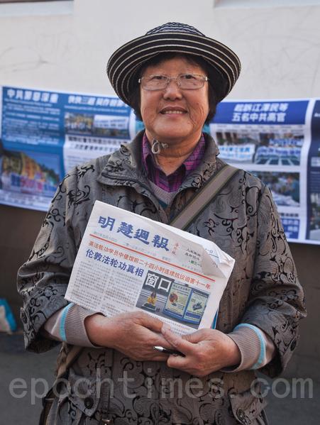 """法轮功学员满女士14年前7月20日,在北京亲历""""720""""事件。(袁丽/大纪元)"""