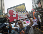 「七一」香港回歸16週年之際,香港各界發起聲勢浩大的數十萬民眾參加的抗議示威遊行。(圖片來源﹕Getty images)