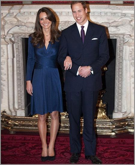 英国剑桥公爵夫人2010年与威廉王子订婚时所穿的宝蓝色连身洋装,打响设计品牌Issa(法新社)