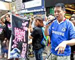 有市民自发到旺角街头支持正义敢言的林慧思老师。(摄影:余钢/大纪元)