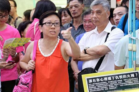7月14日大骂青关会而走红网络的林慧思老师。(摄影:潘在殊/大纪元)