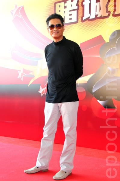 香港著名影星周潤發(發哥)20多年後重返香港無線電視拍戲,再演賭神。(攝影:蔡雯文/大紀元)