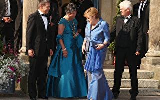 默克爾藍裙成瓦格納歌劇節焦點