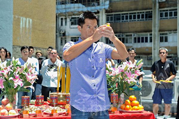 《单身男女II》进行开镜拜神仪式,演员古天乐出场。(摄影:宋祥龙/大纪元)