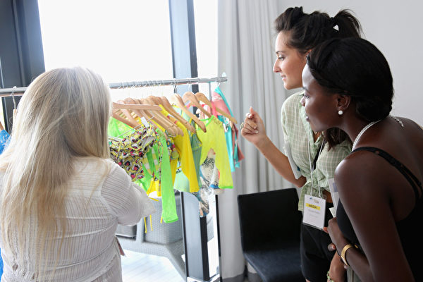 美國科學家研究發現,行善和義舉除了讓人感到心安與快樂,還會對人類基因組產生意想不到的效果。(Aaron Davidson/Getty Images for W South Beach Hotel & Residences)
