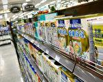 近日,欧盟决定将取消牛奶产量限额,是否能解中国奶粉荒令人存疑。图为北京一家超市贩卖瑞士雀巢奶粉。(WANG ZHAO/AFP/Getty Images)