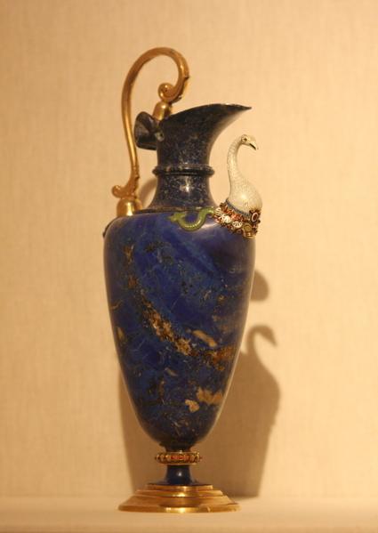 青金石水壶,1577-1578,青金石、金、珐琅、铜镀金,佛罗伦斯手工艺。(章乐/大纪元)